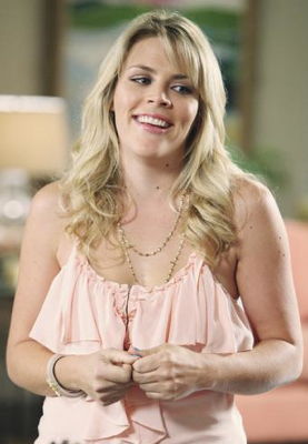 Busy Philipps as Laurie Keller on Cougar Town Style