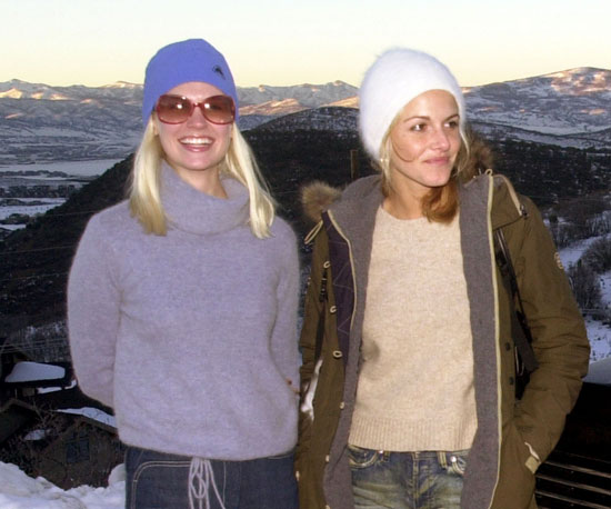 January Jones and Monet Mazur posed with a picturesque background in 2002.