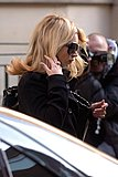 Kate_Moss_candid_shopping_Bond_Street_London_10-24-2006_08