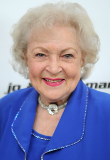 Betty White Confirms She Will Appear on Saturday Night Live