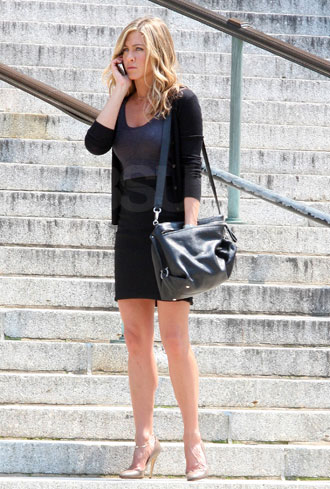 Jennifer Aniston's Salvatore Ferragamo Bag in The Bounty Hunter