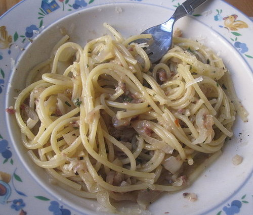 Pasta With Garlic and Anchovies Recipe