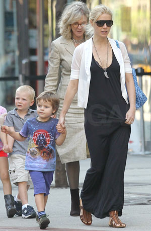 Picture of Gwyneth Paltrow in NYC With Kids