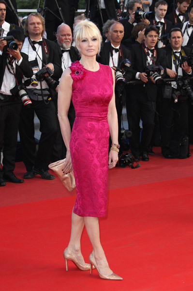 Ellen Barkin made sure to stand out in a bright fuchsia dress. The slim silhouette and quiet accessories balance out the loud hue.