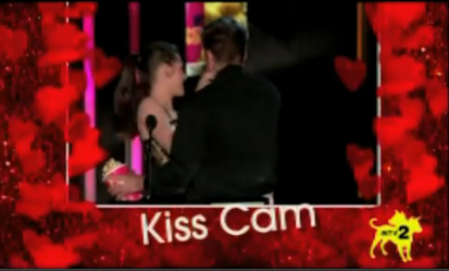 Video of Robert Pattinson and Kristen Stewart Accepting Best Kiss at MTV Movie Awards