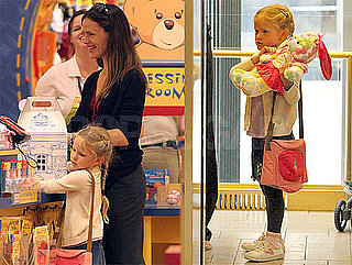 Pictures of Jennifer Garner and Violet Affleck At Build-A-Bear in LA