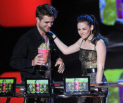 Robert Pattinson and Kristen Stewart at the 2010 MTV Movie Award