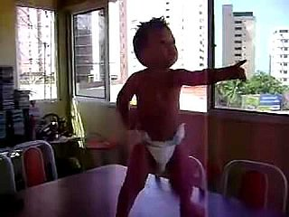 Video: Dancing Brazilian Baby