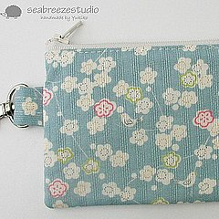 Mini zipper pouch with clip