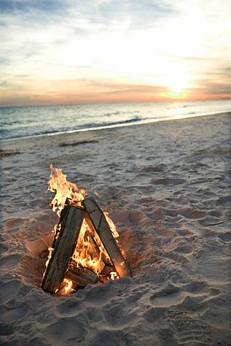 Decorating Ideas For a Beach Bonfire