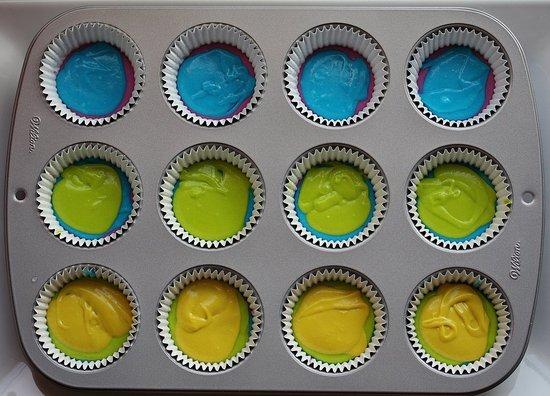 rainbow cupcake prep