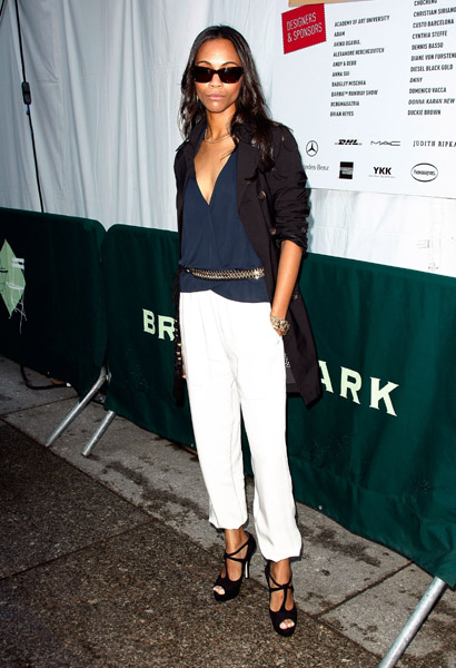 For New York Fashion Week Fall 2009, the style star looked fresh in white trousers and killer pumps.