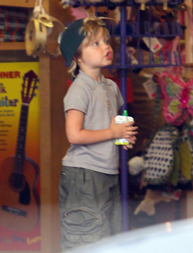 Photos of Angelina Jolie, Shiloh Jolie Pitt and Zahara Jolie Pitt