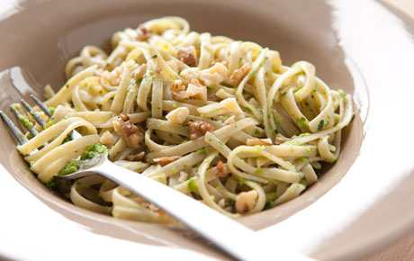 Vegan Recipe For Whole Wheat Linguine With Green Pea Pesto