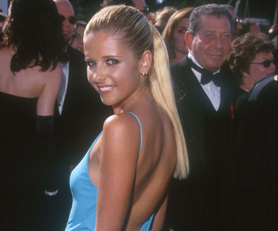 Sarah Michelle Gellar's blue gown showed off her tan in 1999.