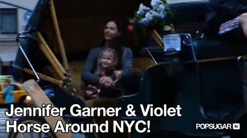Video of Jennifer Garner and Violet Affleck Carriage Ride in New York 2010-08-25 10:36:25