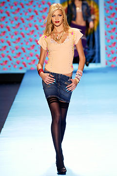 Ana Beatriz Barros walking Fall 2003 Betsey Johnson