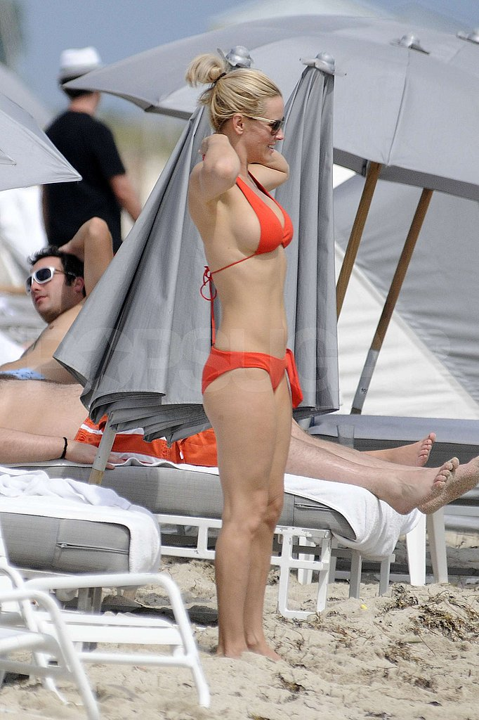Pictures of Jenny McCarthy in a Bikini