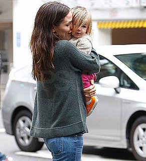 Pictures of Jennifer Garner Showering Seraphina Affleck in Kisses on a Rainy Day in LA