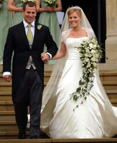 Autumn Kelly wore a strapless dress by Sassi Holford with a lace bolero and tiara belonging to the Princess Royal. What kind of dress do you think Kate will wear?