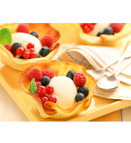 Ice Cream Berries in Cookie Cups