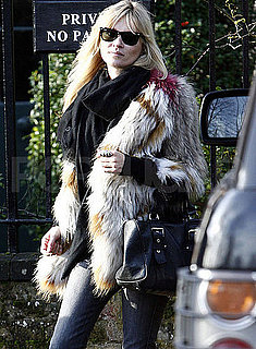Pictures of Kate Moss and Jamie Hince Getting Lunch in England