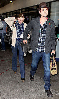 Pictures of Joshua Jackson and Diane Kruger at LAX 2010-11-29 12:00:13