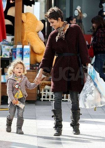 Pictures of Halle Berry and Nahla Shopping in LA