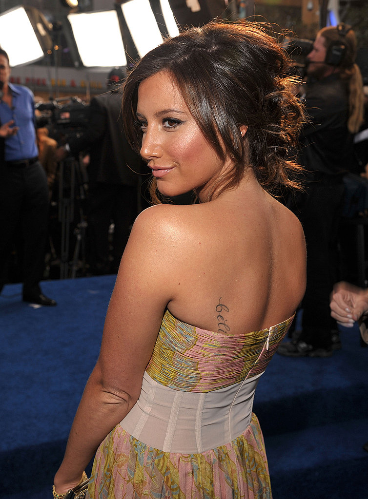 Ashely Tisdale Kicks Off the People's Choice Awards in a Sexy Dress!
