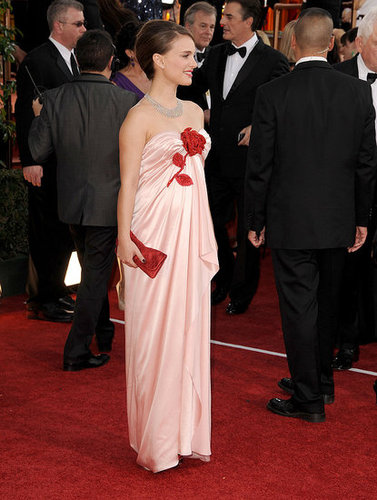 Pictures of Natalie Portman in Viktor and Rolf at the 2011 Golden Globe Awards 2011-01-16 16:28:03