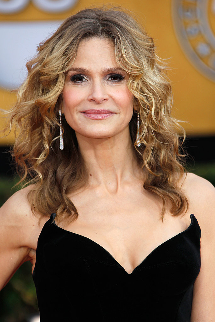 Kyra Sedgwick wore glittery drop earrings to offset her black Thierry Mugler gown.