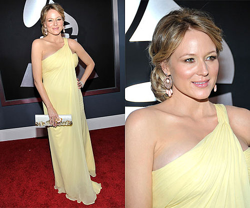 Pregnant Jewel in lemon at the Grammys 2011