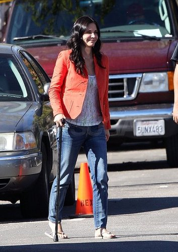 Pictures of Courteney Cox on the Set of Cougar Town Walking With a Cane