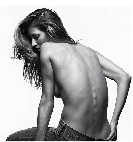 Pictures of Gisele Bundchen Posing Topless For the March Issue of V Magazine 2011-03-01 05:14:00