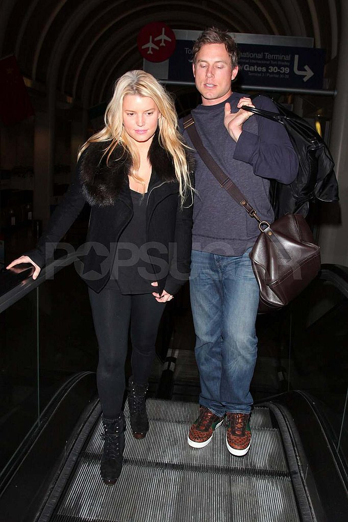 Jessica Simpson Jets Out of LA With Eric Johnson and a Huge Smile