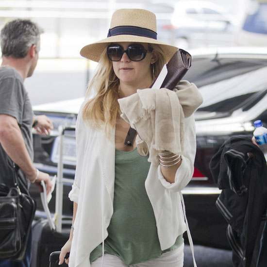 Kate Hudson Hops on Another Flight With Her Boyfriend and Baby Bump