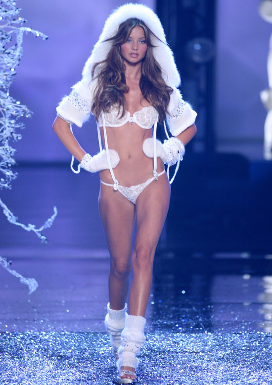 Miranda was decked out in white for the 2006 Victoria's Secret Fashion Show.
