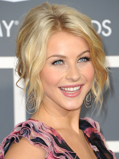 Wedding Hairstyles Up 39dos This beachwavy hairdo which Julianne Hough