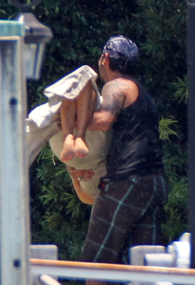 Eva and Shirtless Eduardo Show Waterside PDA During Their Miami Vacation
