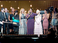 Galaxy of Stars Honor Oprah Winfrey in Talk Show's Final Episodes