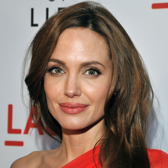 Angelina looked fresh and beautiful at a film premiere in 2011 with rose-colored lips and a warm brown hair color.