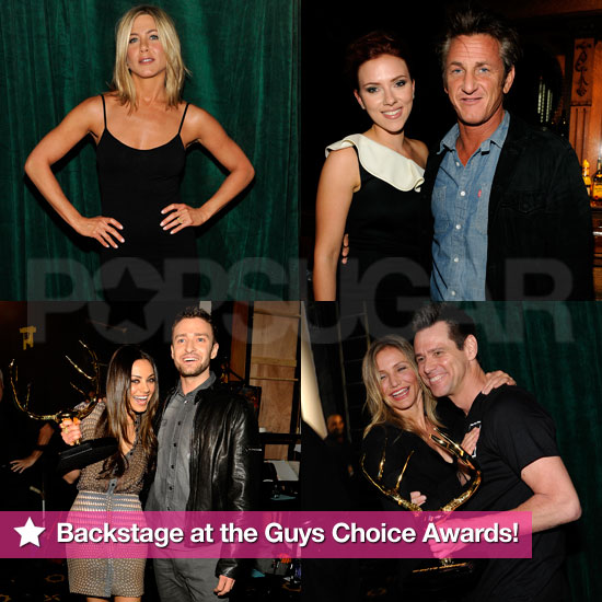 Scarlett and Sean Reunite, Hot Jen Poses, and More From Backstage at the Guys Choice Awards