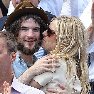 Sienna Miller and Tom Sturridge Kissing Pictures