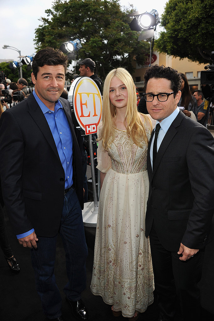 Elle Fanning Premieres Super 8 With Support From Tom Cruise!