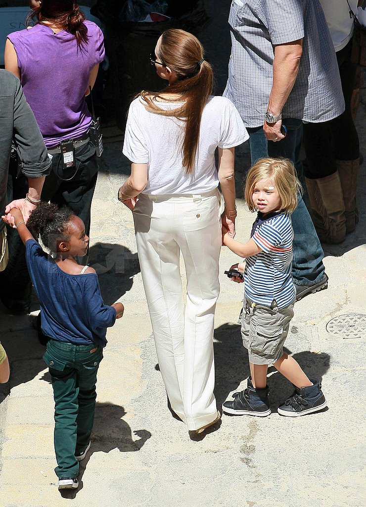 Shiloh held onto Angelina Jolie's hand.