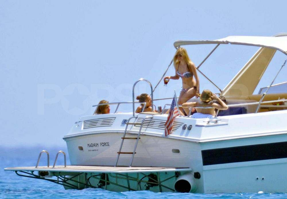 Avril Lavigne stood up in her bikini on a yacht.