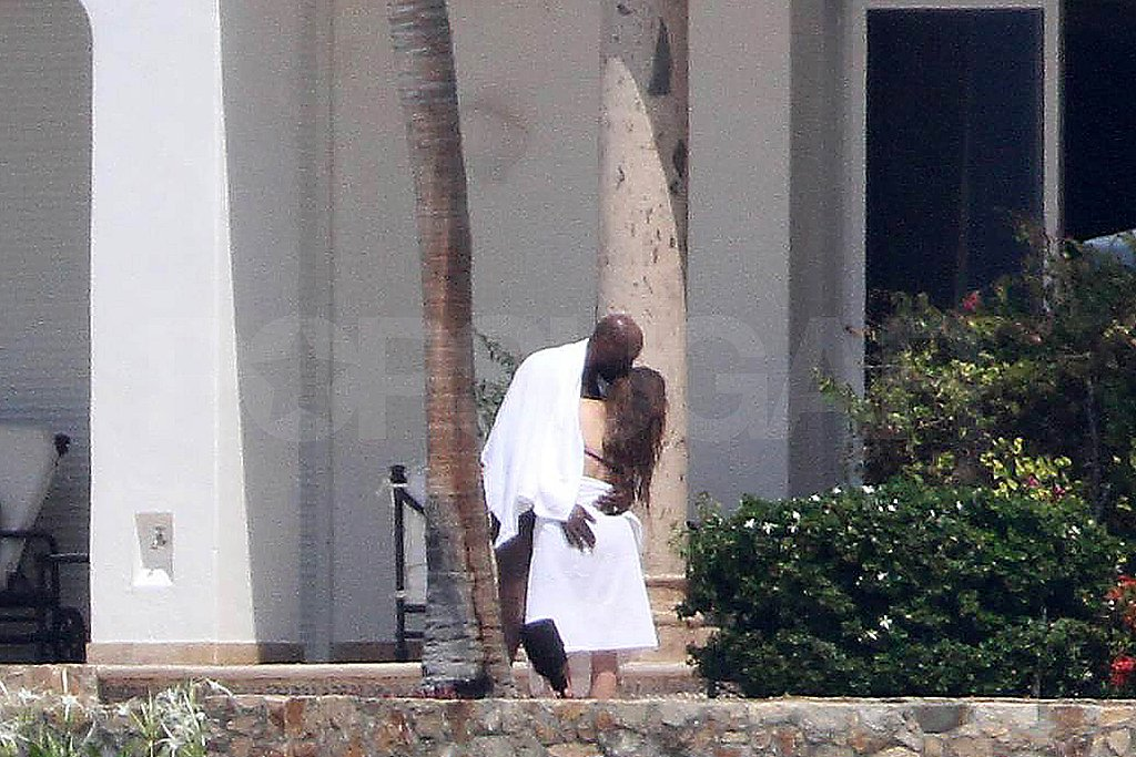 Lamar Odom and Khloe Kardashian kissed in Puerto Vallarta.