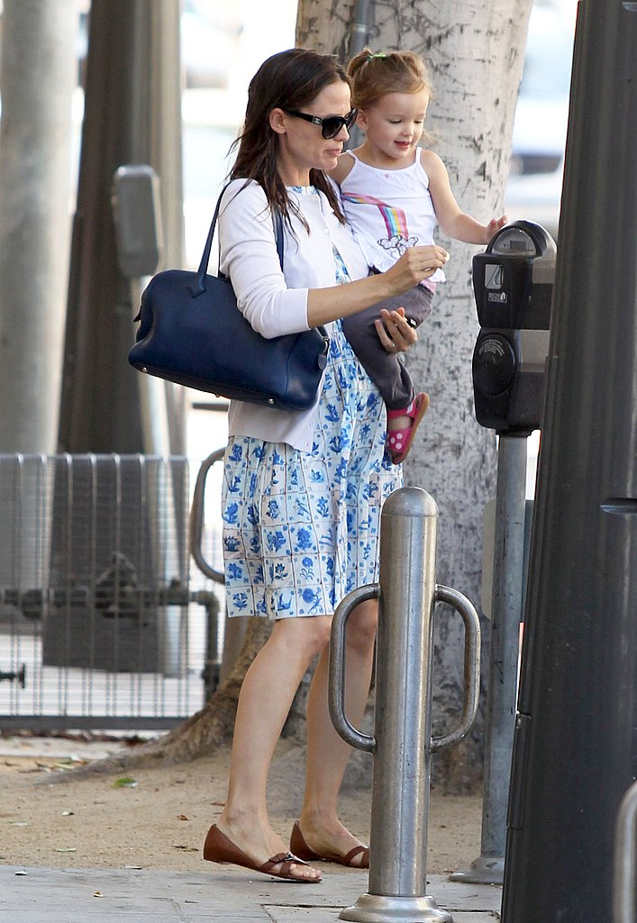 Jennifer Garner helped Seraphina Affleck feed the parking meter in Santa Monica.