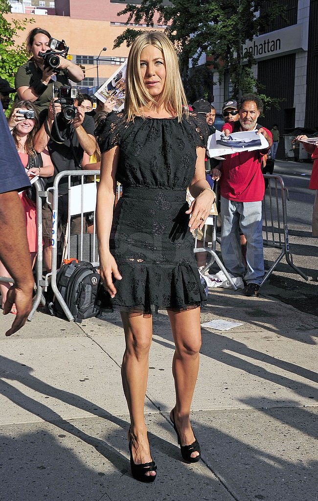 Jennifer Aniston posed for photographers in NYC.