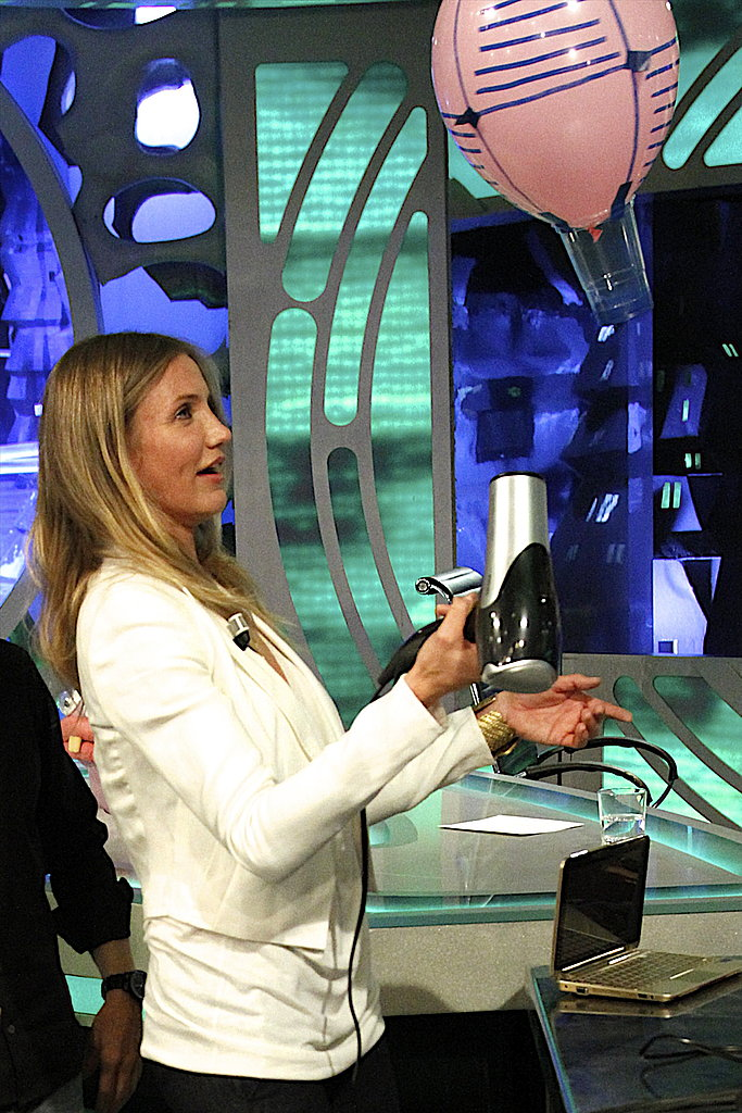 Cameron Diaz got playful on El Hormiguero.